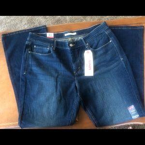 NWT Women's Bottcut Levi's Jeans